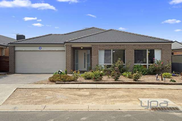 20 Brockwell Crescent, Manor Lakes VIC 3024