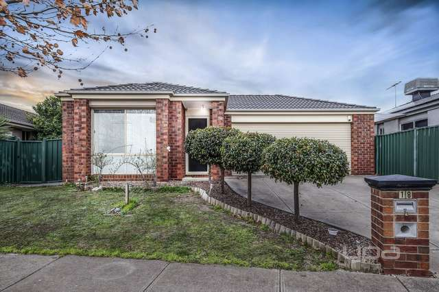 18 Fairweather Drive, Burnside VIC 3023